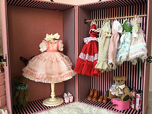 doll's closet trunk