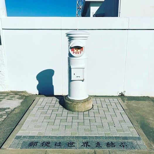 white-post